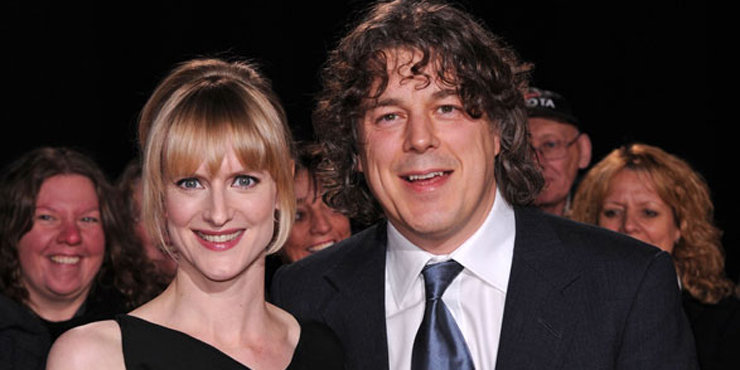 Comedian Alan Davies and wife Katie love to laze around in the beach
