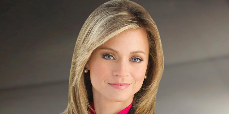 Why have CNBC Reporter Courtney Reagan, who got engaged on-air, still not gotten married??
