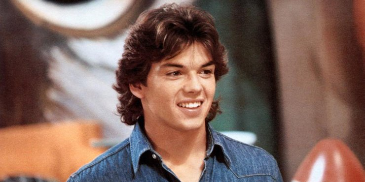 Actor Jason Gedrick has not been dating. No sign of a girlfriend since divorcing wife Dana in 1997