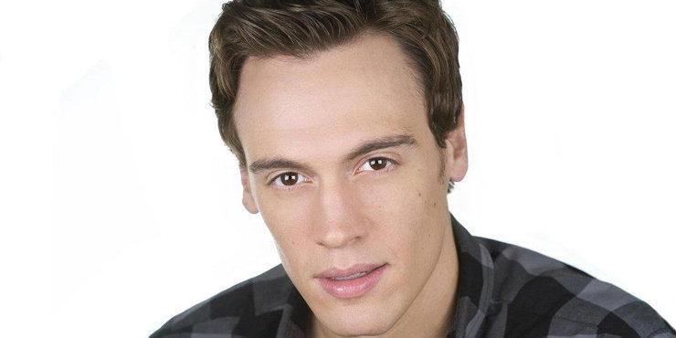Erich Bergen talks about what he wants in a girlfriend while dating and his ideal relationship