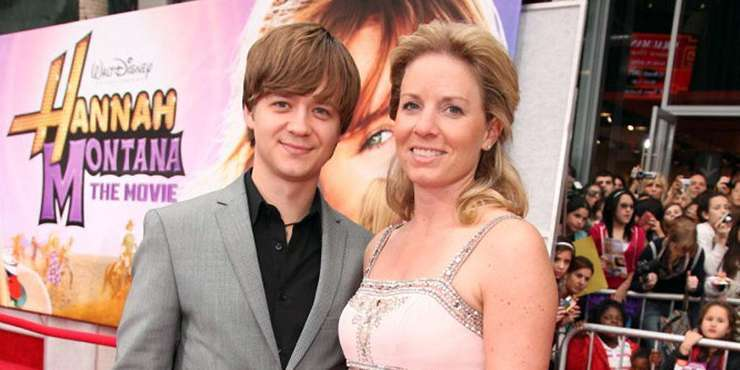 Actor Jason Earles and Girlfriend Katie Drysen engaged!! Earles getting married next year for the second time