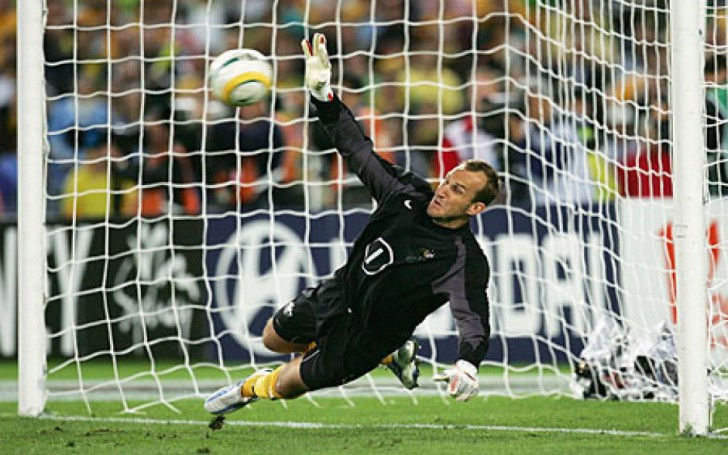 Soccer player Mark Schwarzer, who transferred to Leicester city this year, thinks his former team Chealsea can win Champions League