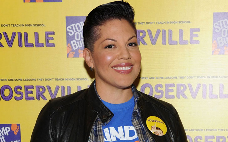 What is Sara Ramirez's sexuality? Know if She is involved in any Relation