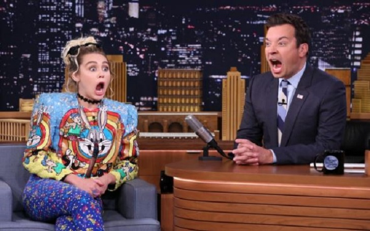 Mischievous Miley Cyrus and funky Jimmy Fallon dropped unsuspected photobombs over completely ignorant fans!