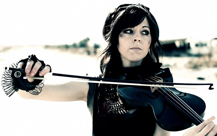 """Lindsey Stirling Honors Late Father Stephen Stirling on """"Dancing with the Stars"""""""