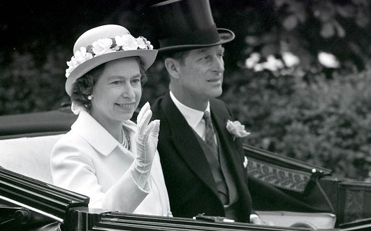 Disclose secrets of Queen Elizabeth II and Prince Philip's Wedding; See their rarely Kissing Photos
