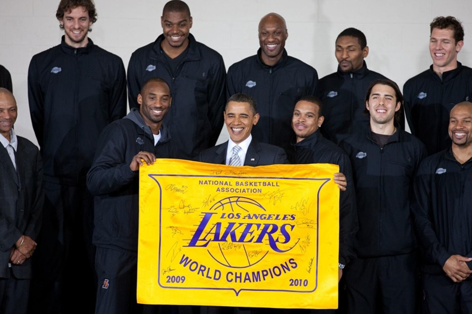 2010 NBA champion LA Lakers with President Barack Obama