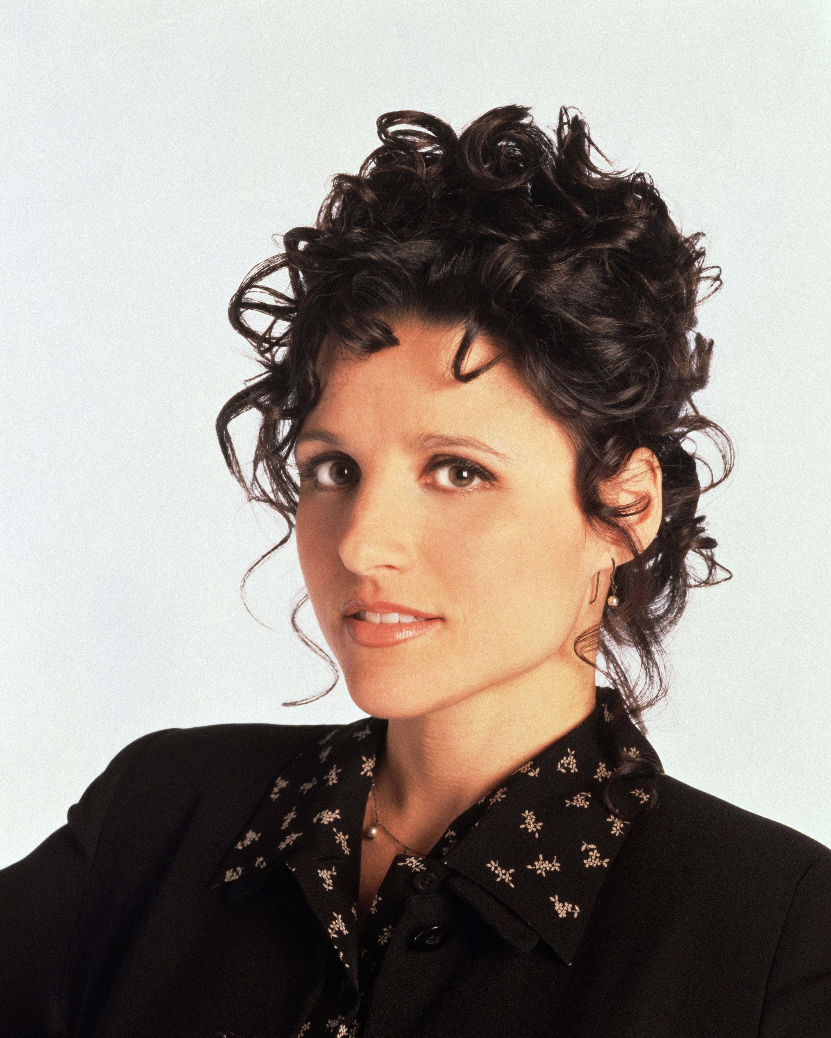 Julia Louis-Dreyfus with her curly hair in black dress