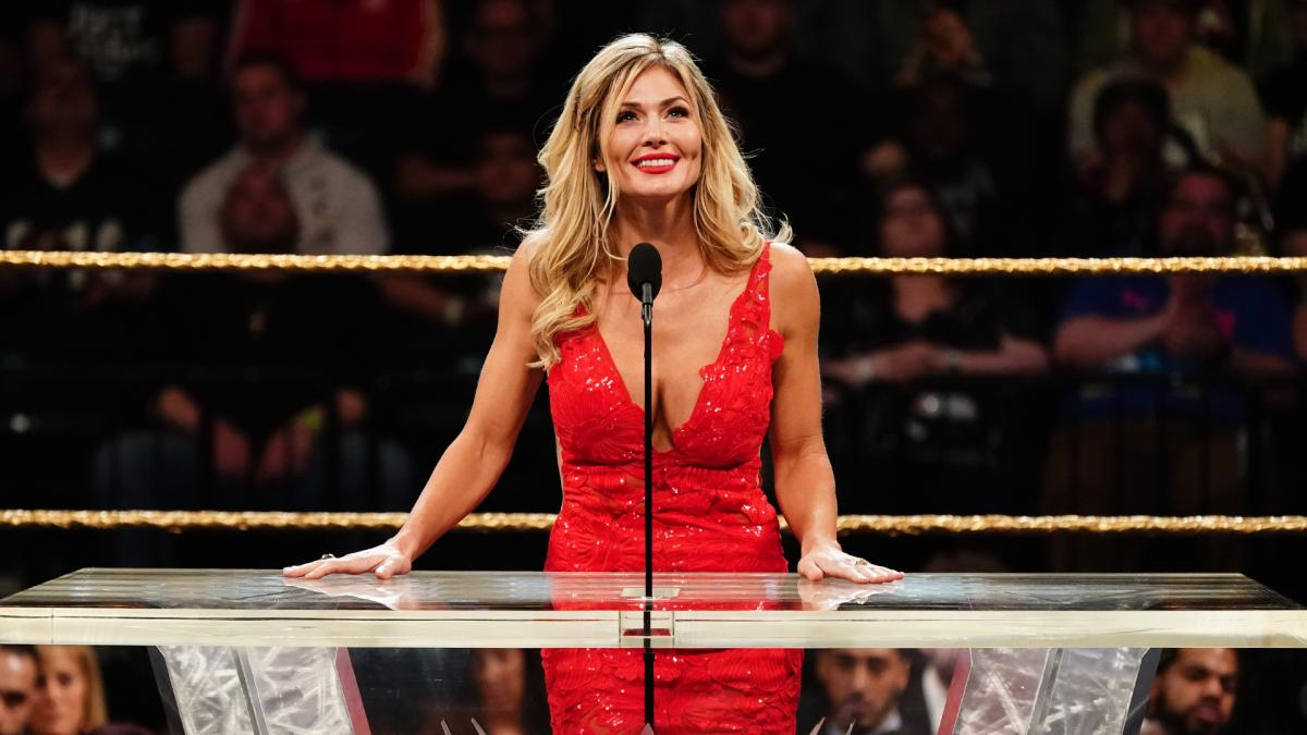 Torrie Wilson giving her speech during the hall of fame inductee show