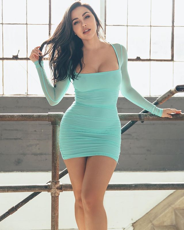 Ana Cheri giving a hot pose for photoshoot