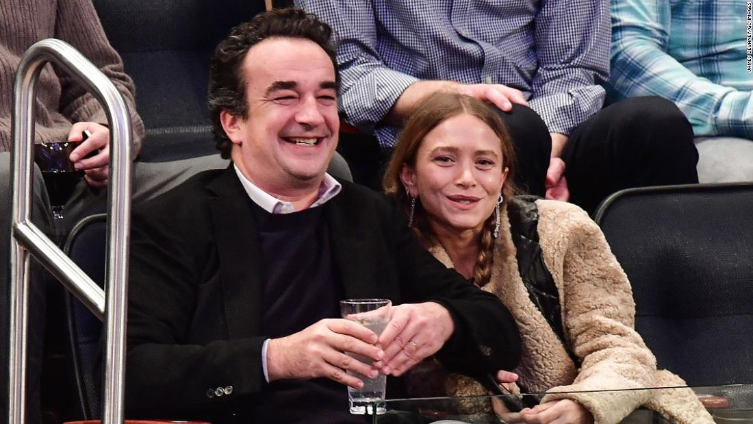 Olivier Sarkozy and Mary-Kate Olsen pictured in Madison Square Garden during a game of New York Knicks and Brooklyn Nets.