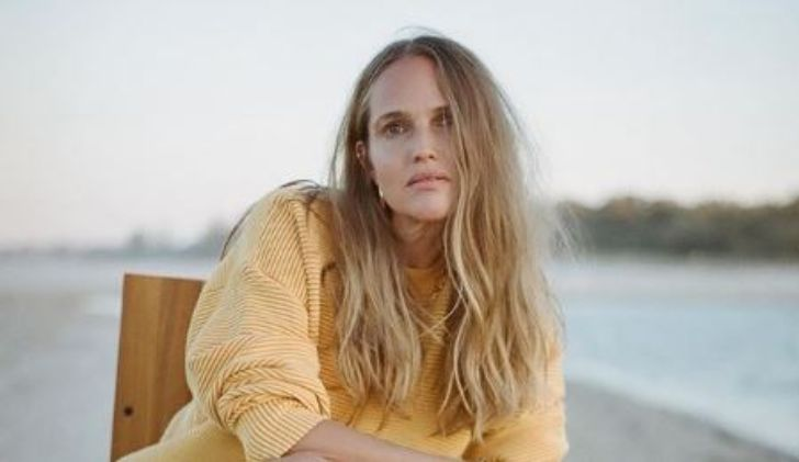 Meet Laura May Gibbs, Simon Baker's Girlfriend: Age, Career, And Net Worth