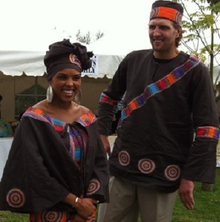 Wedding Picture of Jessica Olsson and Dirk Nowitzki in an African style