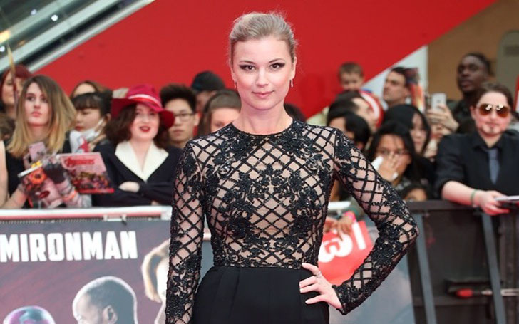 Is Emily VanCamp Married or Still Dating? Disclose her Past Affairs and Relationships