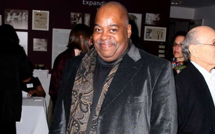 Is Reginald VelJohnson gay? Is he married?