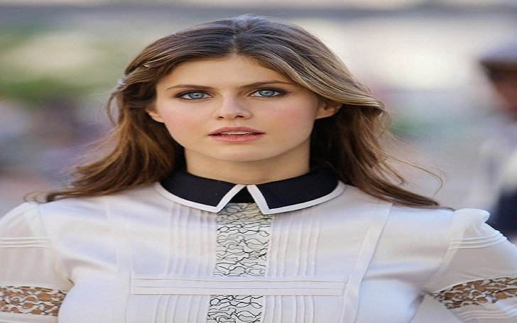 Hot Alexandra Daddario ends her relationship with Logan Lerman, Is she married?
